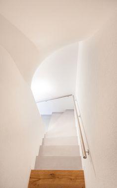 Escalier en béton ciré Matières Marius Aurenti, ouvrage réalisé par Ambiance Béton Sàrl Marius Aurenti, Stairs, Design, Home Decor, Home Decoration, Stairway, Decoration Home, Room Decor