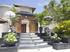 King Villa in Jimbaran. 6 bedrooms, $900 a night, sleeps 14.