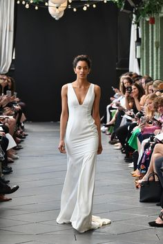 Nouvelle Amsale spring 2019 bridal collection wedding dress Sabine v neck fit and flare gown bodycon #weddinggowns