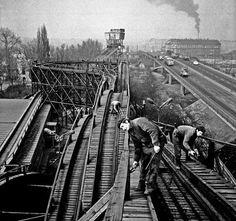 1970-es évek. Vidámpark, hullámvasút karbantartása.