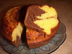 Vi este bolinho neste blog , http://felismina.blogspot.pt/ gostei muito desta receita porque não leva manteiga o que normalmente os bol...