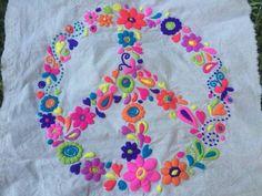 bordado mexicano paso a paso ile ilgili görsel sonucu Mexican Embroidery, Embroidery Applique, Cross Stitch Embroidery, Embroidery Patterns, Bordados E Cia, Learning To Embroider, Bordado Floral, Blackwork, Sewing Crafts