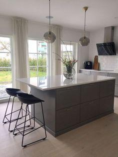 Kitchen Interior, Interior Design Living Room, Kitchen Decor, Kitchen Design, Kitchen Island Table, Kitchen Island With Seating, Diy Kitchen Storage, Kitchen Living, House Rooms