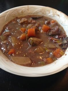 21 Day Fix Beef Stew: 1 Tablespoon of olive oil 1 lb of stew beef 1/2 of an 8oz container of sliced mushrooms 2 pieces of celery chopped 3 medium potatoes diced 1 medium onion diced 5 cloves of garlic chopped 1/2 large leek (diced) 1/2 bag of baby carrots chopped 1 cup red wine 1 cup veggie broth or water 3 tablespoons of flour and 1/4 cup red wine