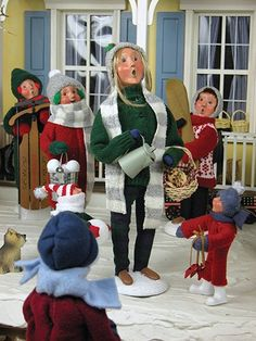 Snow Day Mom w/Hot Chocolate Byers Choice Carolers New for 2014 Snow Day Fun Collection