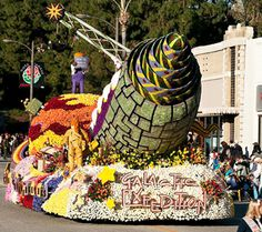 2012 Cal Poly rose Float | ... roses for Cal Poly parade float | Mustang News | Cal Poly, San Luis