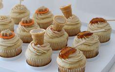 C'est la saison des sucres! Saviez-vous que le sirop d'érable est une bonne source d'antioxydants? Alors profitez-en! Voici des idées de déc... Cookie Desserts, Easy Desserts, Delicious Desserts, Dessert Recipes, Dessert Ideas, Canadian Cuisine, Canadian Food, Maple Cupcakes, Party Deco
