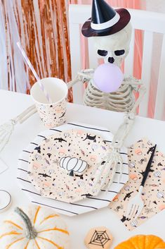 Check out this spooktacular idea by party stylist Andressa Hara! The Coolest Halloween Party Activity For The Kids - a skeleton cookie puzzle! Childrens Halloween Party, Halloween 1st Birthdays, Halloween Party Activities, Halloween First Birthday, 2nd Birthday, Scary Halloween Decorations, Halloween Party Decor, Holidays Halloween, Halloween Kids