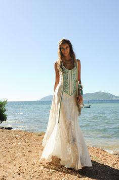 ¿Vestidos de ensueño para un verano emocionante? Amala, el diseño que te conquistará. Ibiza, Boho Chic, Cover Up, Spring Summer, Dresses, Fashion, Dream Dress, Long Dresses, Summer Time