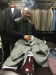Now this is a Boss! My Type of Man. Suit And Tie, Gorgeous Men, Fashion Mood Board, Steve Harvey, Different Suit Styles, Well Dressed Men, Men Dress, Folk Clothing, Dress To Impress
