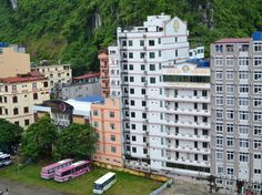 Sunflower hotel in Cat Ba has another name in Vietnamese – Huong Duong 1. The hotel is very popular with budget and independent travellers. http://catbahotels.org/hotels-and-resorts/cat-ba-sunflower-hotel.html