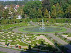 https://flic.kr/p/7KNtx   Ludwigsburg Gardens Fountain   A fountain in the gardens at the Ludwigsburg Palace.