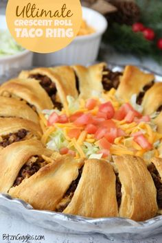 Ultimate Crescent Roll Taco Ring - Filled with corn chips guacamole sour cream cheese and tomatoes - easy and delicious ready to serve a crowd! Appetizers For A Crowd, Desserts For A Crowd, Appetizer Recipes, Dessert Recipes, Crescent Roll Taco Ring, Crescent Roll Recipes, Crescent Roll Appetizers, Thanksgiving Side Dishes, Thanksgiving Desserts