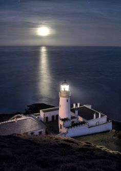 Douglas-Head-Lighthouse-moon - Isle of Man I used to fall asleep to the mournful sound of the foghorn from this lighthouse when I was a child. Ansel Adams, Isle Of Man Tt, Scenic Photography, Night Photography, Landscape Photography, High Building, Costa, Beacon Of Light, Light Of The World