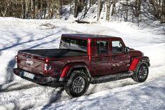 Das neue Modell markiert die Rückkehr der Marke in das Pickup-Segment und kommt zu den Feierlichkeiten des 80-jährigen Jubiläums von Jeep® zu den europäischen Händlern. Jeep Gladiator, Jeep Jl, Jeep Wranglers, Gladiators, Vehicles, Celebrations, Scale Model, Jeep Wrangler, Car