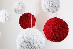 composition de boules de fleurs rouges et blanches en location chez D DAY DECO #ddaydeco #decoration #deco #decomariage #decorationmariage #mariage #original #mariageoriginal #chic #mariagechic #wedding #fleurs #rose #rouge #blanche #boule