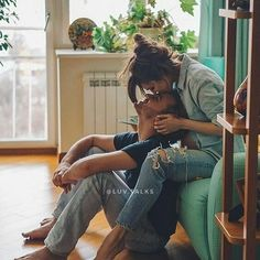 ✔ Couple Photoshoot Home Kiss