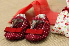 Resultado de imagem para sapatinhos de bebe em tecido
