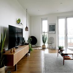 House Tour: A Nordic Style London Flat Scandinavian Apartment, Nordic Living, Ikea Bedroom, Kitchen Units, Living Styles, Beige Walls, Nordic Style, Furniture Making, Contemporary Furniture
