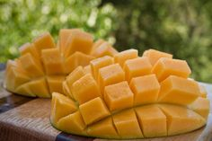 The best way to eat a mango!