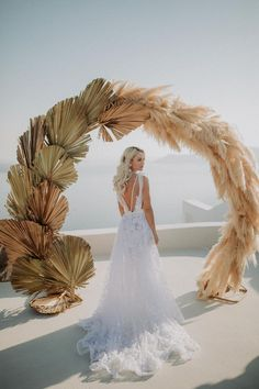 Intimate Destination Wedding in Santorini Bursting with Pampas Grass ⋆ Ruffled We have officially found the destination wedding of our dreams in Santorini, Greece! From the dried botanical & pampas grass wedding arch to. Boho Wedding, Floral Wedding, Dream Wedding, Wedding Day, Wedding Hacks, 1920s Wedding, Perfect Wedding, Bohemian Chic Weddings, Modest Wedding