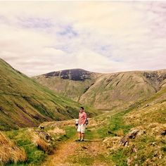 In the centre of nature #touserv #chasingessence #beautiful #centre #countryside #scottishhills #scottishborders #scotland #green #nature #naturalbeauty #ig_nature #sunnydaysarethebest