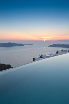 Hotel Swimming Pool, Hotel Pool, Hotel Spa, Beautiful Places To Travel, Beautiful Hotels, The Ocean, Travel Aesthetic, Best Hotels, Affordable Hotels