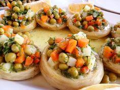 Zeytinyağlı Enginar Portakallı, Enginar en besleyici en sağlıklı sebzelerden biridir. Bu besleyici sebzenin vücut için faydaları saymakla bitmez. Doğal bir antioksidan olan enginar kalp, damar, yüksel kolesterol için bulunmaz bir nimettir. Enginar tam bir kara Artichoke, Bruschetta, Eating Well, Baked Potato, Food And Drink, Salad, Dishes, Vegetables, Ethnic Recipes