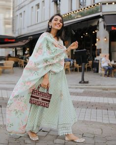 Indian Wedding Outfits, Pakistani Outfits, Pakistani Dress Design, Indian Outfits, Indian Look, Dress Indian Style, Indian Dresses, Indian Attire, Indian Wear