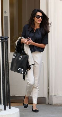 Check out 14 summer work outfit ideas from Amal Clooney that are impeccable and fairly refined with her style. Fashion Mode, Office Fashion, Work Fashion, Womens Fashion, Female Fashion, Curvy Fashion, Fashion Photo, Street Fashion, Fashion Trends