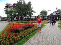 033 - Em Nova Petrópolis, na Praça das Flores.