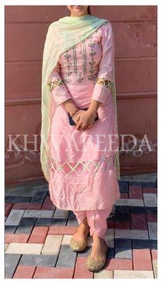 #salwarsuit #salwarsuits #SalwarSuitOnline #salwarsuitmaterial #salwarsuitspartywear #salwarsuitneckdesigns Punjabi Suit Simple, Punjabi Wedding Suit, Punjabi Suits Party Wear, Salwar Suits Simple, New Punjabi Suit, Salwar Designs, Patiala Suit Designs, Kurti Designs Party Wear, Punjabi Suit Neck Designs