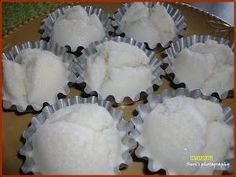 This is one of my favorite afternoon snacks. You can also see rice puto/muffins served in some Filipino gatherings and occasions. Recipes Using Rice Flour, Rice Cake Recipes, Rice Desserts, Rice Cakes, Dessert Recipes, Pinoy Food Filipino Dishes, Filipino Desserts, Asian Desserts, Filipino Recipes