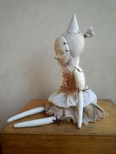 Im so happy with Julieta, she is exactly like I wanted her to be, like I dreamed her.    She has a soft body with air dry clay and hand dyed cotton for the head and dress (All natural pigments) She is 11Tall (28cm) from hat to feets. She cant stand, it´s a decorative delicate doll and of course, she cames with her cat.    Her dress is not removable and its hand sewn. I don´t use molds so each doll is always unique.    Thanks for visiting Petuqui.