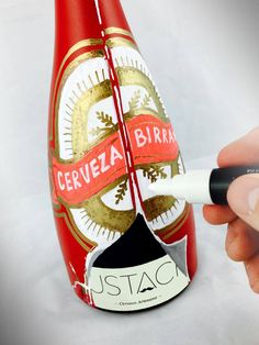 "Dokidoki Planet ""disfraza"" la botella de cerveza Mustache para Halloween 2016"