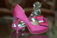Para noiva que ama sapato colorido, perfeito também para madrinhas - da Spaço Criativo! <3 Fornecedor selecionado Casar é um Barato!