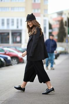 ALL BLACK outfit with CULOTTES// must have SS' 15 | Sandra Bendre OKERY | # All Shoes # Flat Shoes# Boots # BLACK AND WHITE #STREET FASHION #jessicabuurman @jessicabuurman @ sandrab