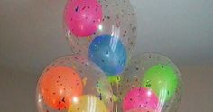 Aprende esta técnica muy fácil de hacer que te permitirá colocar globos dentro de otro globo para hacer bellas decoraciones de fiesta.      ... Girl Birthday Decorations, Rock Star Party, Glow Party, Ideas Para Fiestas, Party Shop, Easter Eggs, Fun, Angel, Home Decor