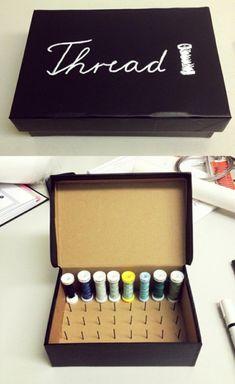 DIY: Thread Spool Box — MURMUR thread storage sewing storage - Model Home Interior Design Sewing Hacks, Sewing Tutorials, Sewing Crafts, Sewing Projects, Sewing Tips, Tutorial Sewing, Fabric Crafts, Sewing Patterns, Craft Organization