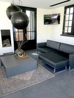 http://leemwonen.nl/interieur-i-binnenkijken-verbluffende-metamorfose-jaren30-woning/ #metamorfose #woning #jarendertig #verbouwing #interieur #exterieur #interior #exterior #home #wonen #huis #villa #interiordesign #outdoor #garden #gardendesign #tuinontwerp #tuin #buiten #buitenleven #veranda #architecture #architectuur #interieurarchitect #lounge #hanglampen #openhaard #kleed #salontafel www.boxxisarchitecten.nl