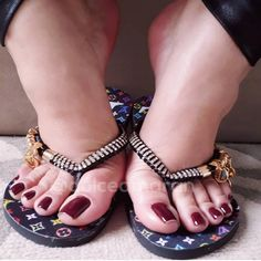 Image may contain: one or more people, shoes and closeup Pretty Toe Nails, Pretty Toes, Stunning Girls, Beautiful Toes, Teen Feet, Sexy Toes, Women's Feet, Miller Sandal, Pedicure