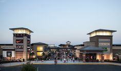 Louis Premium Outlets® - A Shopping Center In Chesterfield, MO - A Simon Property Plaza Design, Mall Design, Retail Design, Retail Facade, Shop Facade, Retail Architecture, Commercial Architecture, Mix Use Building, Building Design