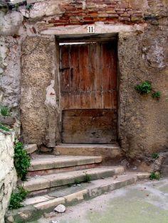 Imagen de http://www.javiergvidal.com/wp-content/uploads/puerta-tarazona-056.jpg.