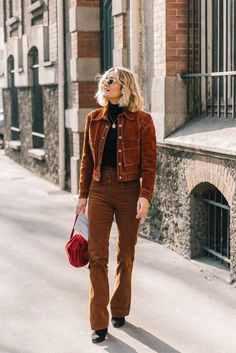 20 Fall Street Style Looks To Copy From Paris Fashion snapped by collage Vintage Fashion Week Paris, 70s Fashion, Fashion Pants, Winter Fashion, Fashion Trends, Style Fashion, Fashion 2018, Botas Western, 70s Mode
