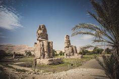Memnonovy kolosy můžete vyfotit bez lidí bez obtíží téměř kdykoliv.