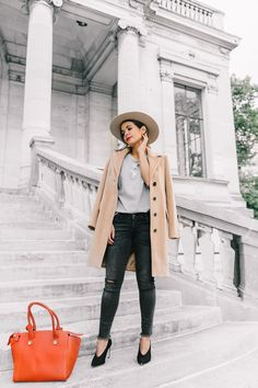 out of your comfort zone + wide-brimmed hat + fall + Sara Escudero + framing the face + drawing attention to the colour palette + hat can be the perfect touch + winter outfit! Coat: Max & Co, Top: Topshop, Jeans: Shop Sincerely Jules, Shoes: Sandro. Street Style Outfits, New Street Style, Casual Street Style, Fall Outfits, Fashion Outfits, Fashion Trends, Collage Vintage, Live Fashion, Women's Fashion