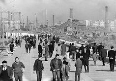 Paseo Marítimo de la Barceloneta. Al fondo Somorrostro i Poble Nou.  Año indeterminado