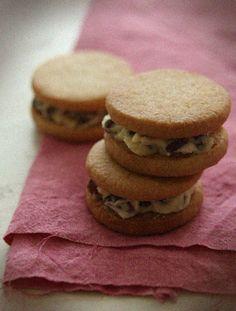 Rum Raisin Cream Sandwich Cookies - recipe for a famous souvenir from Hokkaido!