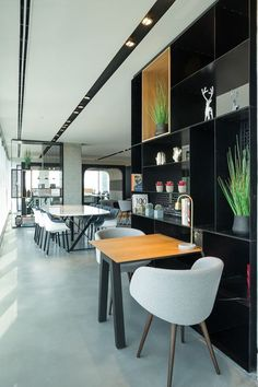 View full picture gallery of Regus Business Center Business Centre, Coworking Space, Office Looks, Cafe Bar, Condominium, Office Interiors, Interiores Design, Office Decor, Lounge