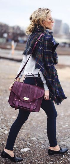 This bag is amazing! Burgundy, so goes well with black and colored winter-clothing... Fall fashion ideas 2015.